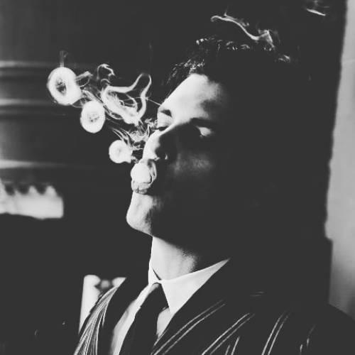 پروفایل سیگار غمگین