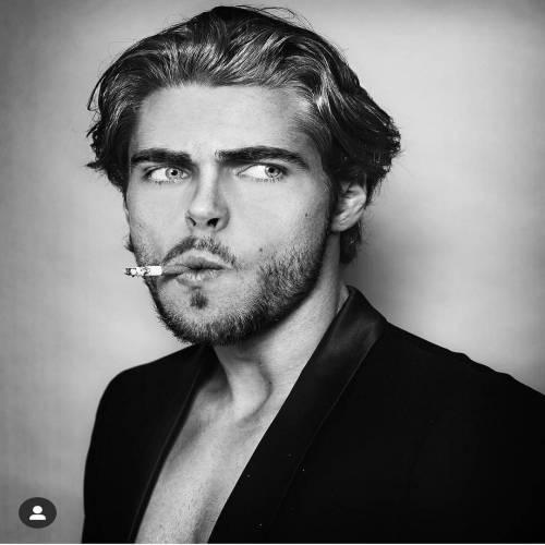 پسر سیگاری پروفایل