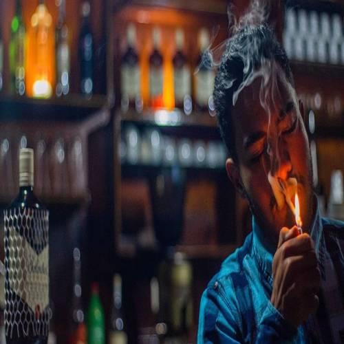 عکس پروفایل پسر سیگار