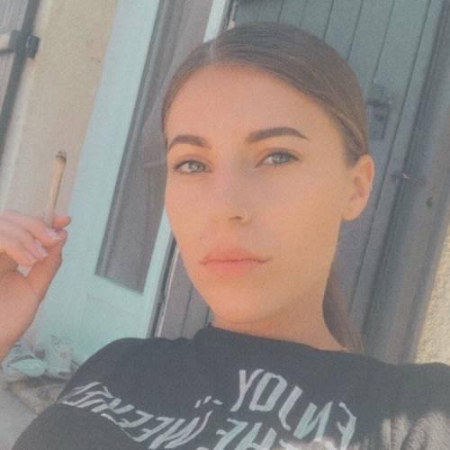 عکس پروفایل دختر با سیگار