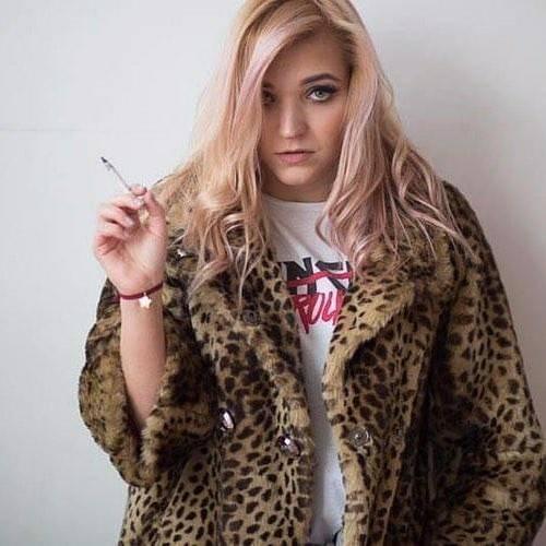 عکس پروفایل دختری که سیگار میکشه