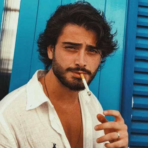 پسر سیگاری