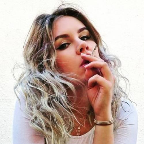 عکس سیگار دخترونه برای پروفایل
