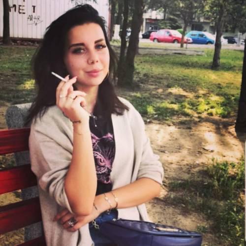 عکس دختر درحال سیگار کشیدن برای پروفایل